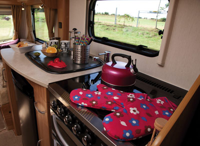 Lunar Clubman Kitchen