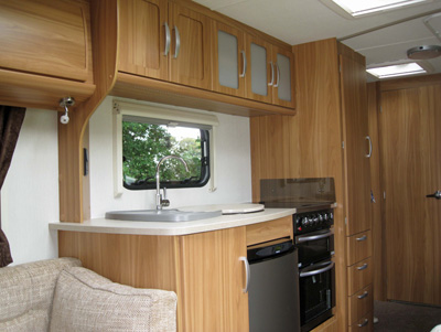 Lunar Lexon 520 - well equipped kitchen