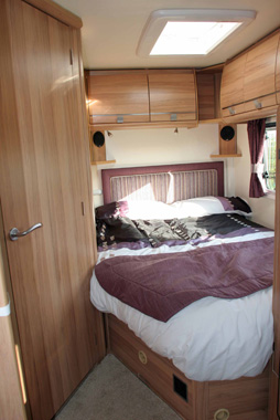 Bailey Approach 740 SE Motorhome double bed