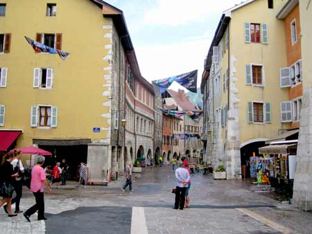 Annecy covered street walkways