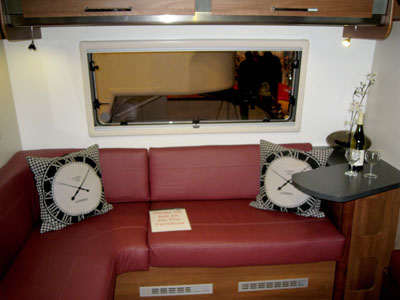 Fifth-Wheel-Inos-single-axle-comfortable-seating-in-the-lounge