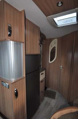 Pilote Reference G690LR Motorhome - kitchen fridge
