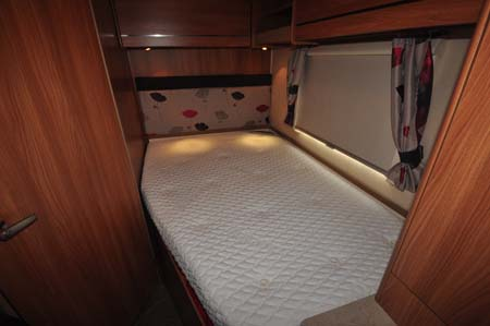 Marquis Lifestyle 664 motorhome bed