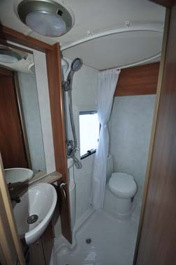 Marquis Lifestyle 664 motorhome  shower room
