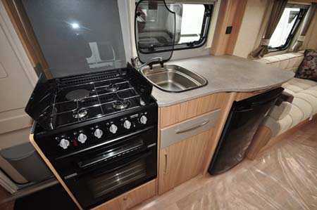 Coachman Vision Xtra 520 kitchen 2