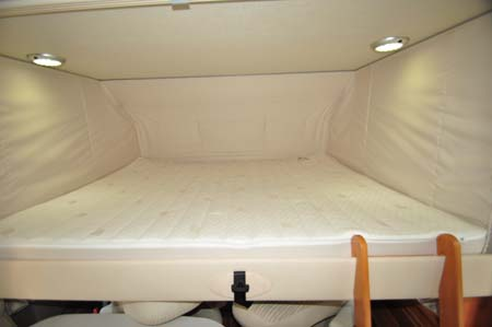 Hymer Exsisi 414 Over cab bed