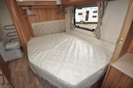 Lunar Clubman SE Double Bed