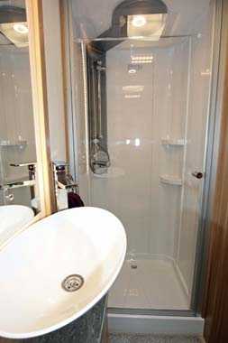 Lunar Lexon 570 Shower Room