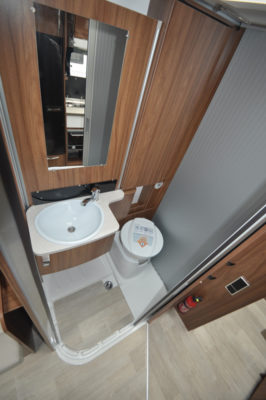 Pilote Galaxy 650U Sensation Motorhome washroom