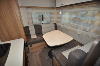 Caravelair Antares 420 Dinette