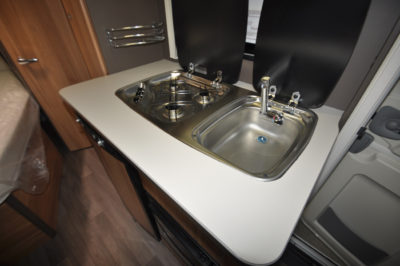Caravelair Antares 420 kitchen