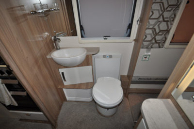 Swift Elegance 650 washroom