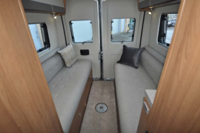 Auto-Trail Tribute 680 sofas