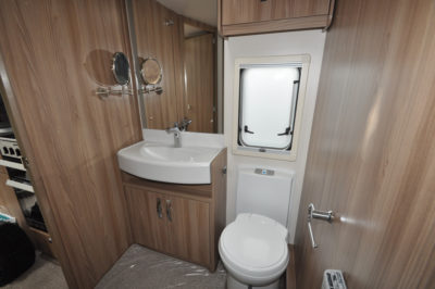 Swift Elegance Grande 635 washroom with shaving mirror