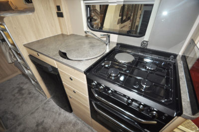 Elddis Avante 586 kitchen