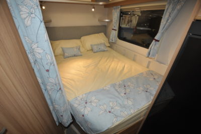Lunar Quasar 686 double bed